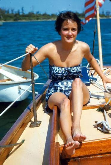 Mrs. Taylor, shown sailing in Buzzards Bay in 1959, logged 31,996 hours as a Massachusetts General Hospital volunteer.