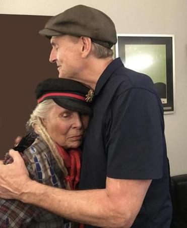 Longtime friends Joni Mitchell and James Taylor shared a hug backstage at the Hollywood Bowl in Los Angeles.
