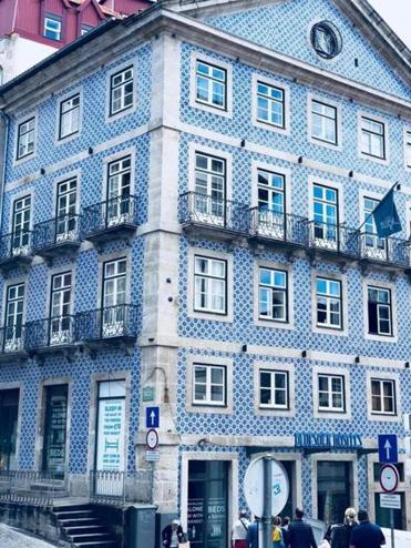 The youth hostel in Porto is covered in azulejo tiles.
