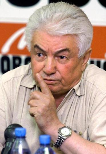 "Former Soviet dissident, novelist Vladimir Voinovich speaks at a news conference during a presentation of his new book ""Portrait in a Myth's Setting"" in Moscow, Thursday, July 4, 2002. Voinovich released his new book that criticizes the ""cult of personality"" surrounding Alexander Solzhenitsyn. (AP Photo/Dmitry Lovetsky)"