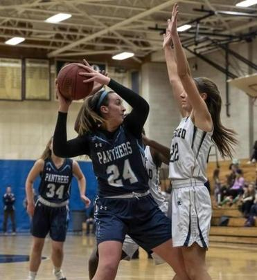 ROBERT E. KLEIN FOR THE BOSTON GLOBE Franklin star Ali Brigham looks for a passing lane against tight defense by Foxborough's Abby Hassman during Tuesday night's game.