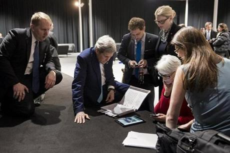 John Kerry (2nd left), US Under Secretary for Political Affairs Wendy Sherman (2nd right) and staff watched a tablet in Lausanne as President Barack Obama made a state address on the status of the Iran nuclear program talks in April 2, 2015.