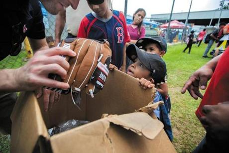 An excited young boy in Caguas received a new baseball glove.