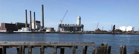 Everett MA (Apr 14, 03) - The Mystic Power Plant, owned by Exelon Corporation, viewed from Charlestown MA. (PHOTO BY SARAH BREZINSKY) Library Tag 04152003 Business Library Tag 12202005 Business