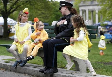 Boston, MA--5/13/2018-- BPD's Kerri Guerin (C) chats with Anita Fineberg, 8, of Pennsylvania and her sisters Emily, 2, and Carolyn, 5, before the start of the Duckling Day parade. (Jessica Rinaldi/Globe Staff) Topic: 14duckling Reporter: