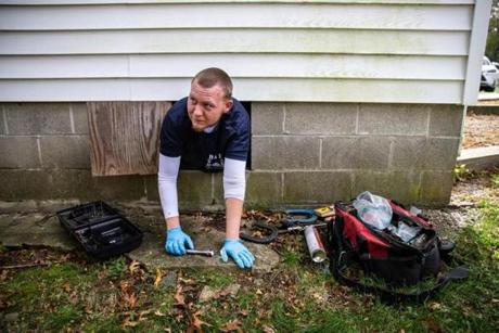 10/20/2018 MARBLEHEAD, MA Rich Cyr (cq), lead technician from B & B Pest Control, enters a crawl space to place rat traps at a home in Marblehead. ***Note: owner refused to be photographed and doesn't want address shared published. (Aram Boghosian for The Boston Globe)