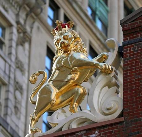 The golden lion statue on the Old State House is a replica of the 1713 original that was burned in a bonfire in 1776. In 2014, a time capsule from 1901 was found inside the statue when it was removed for restoration. A new time capsule was placed in the head.