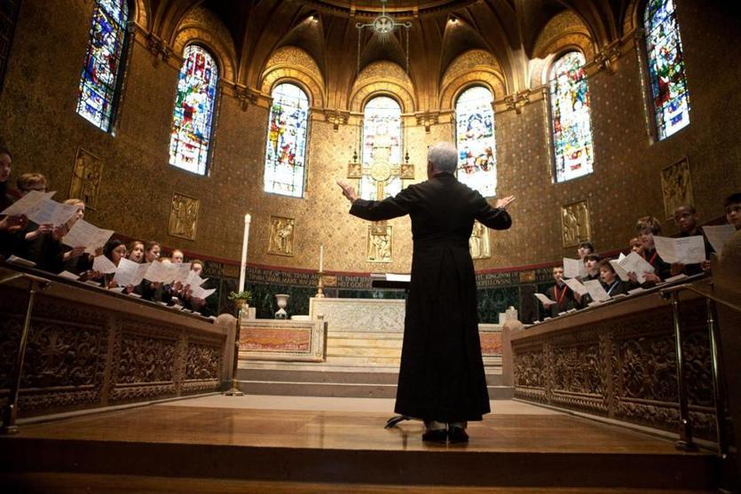 church offering prayers - 835×557