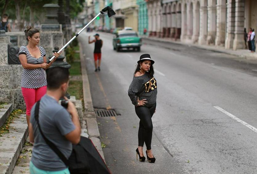 Havana, Cuba, 06/09/15, Having photographs taken for her Quinceañera, Diana Ramirez poses in the middle of the Prado. Suzanne Kreiter/The Boston Globe