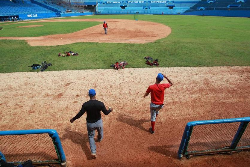 Havana, Cuba, 06/015/15, Tryouts for a spot on the National Team of Cuba at the Estadio Latino Americano. Suzanne Kreiter/The Boston Globe