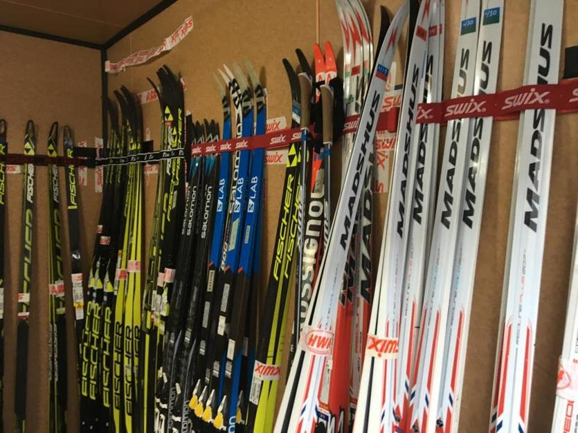 More skis are mounted to the wall in the storage cabin.