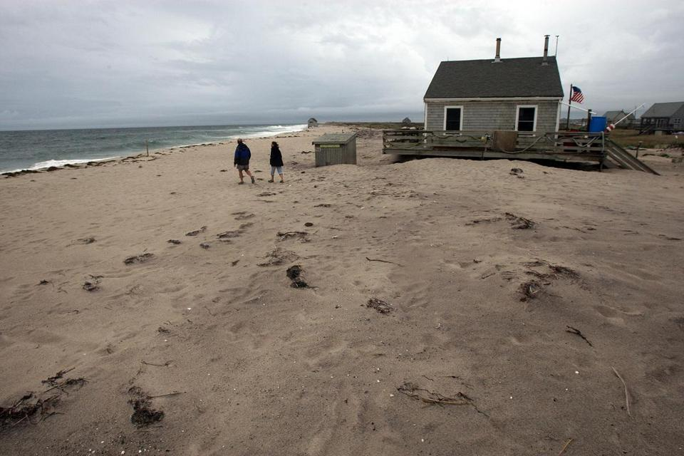 Cape Cod National Seas Proceeds With Dismantling Of Beach Cottages Drawing Ire Chatham Residents The Boston Globe