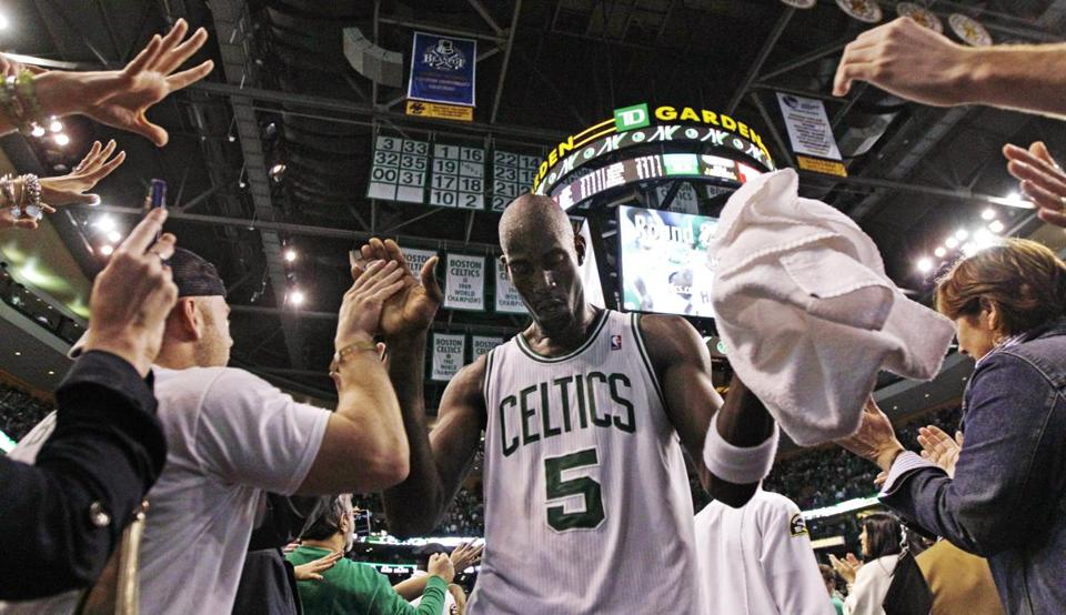 Kevin Garnett celebrated during the final seconds of the fourth quarter.