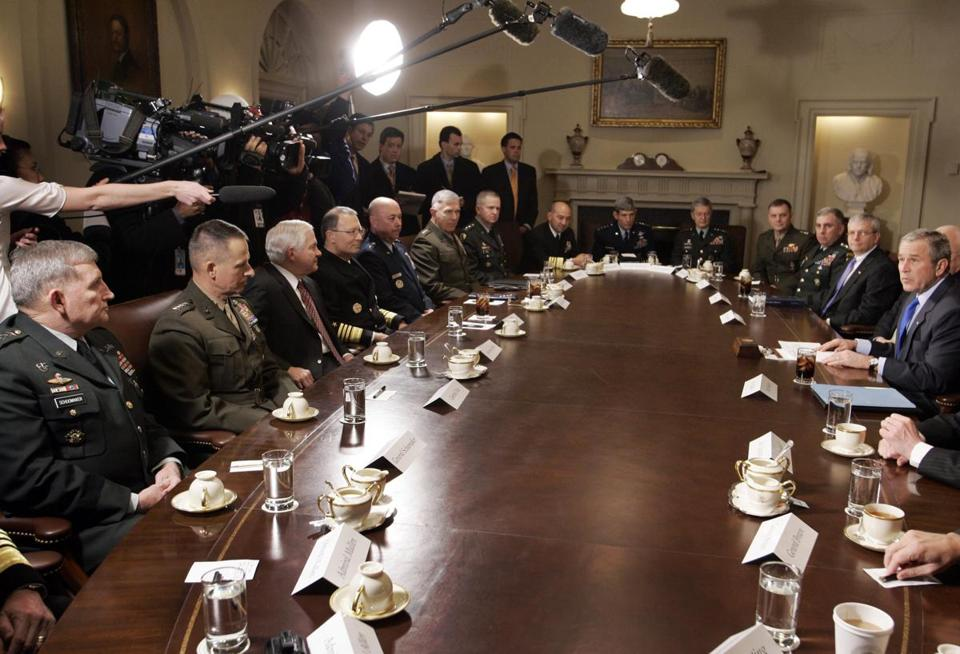 President Bush, right, met with the all-male joint chiefs and combatant commanders in 2007; there are still no women combatant commanders.