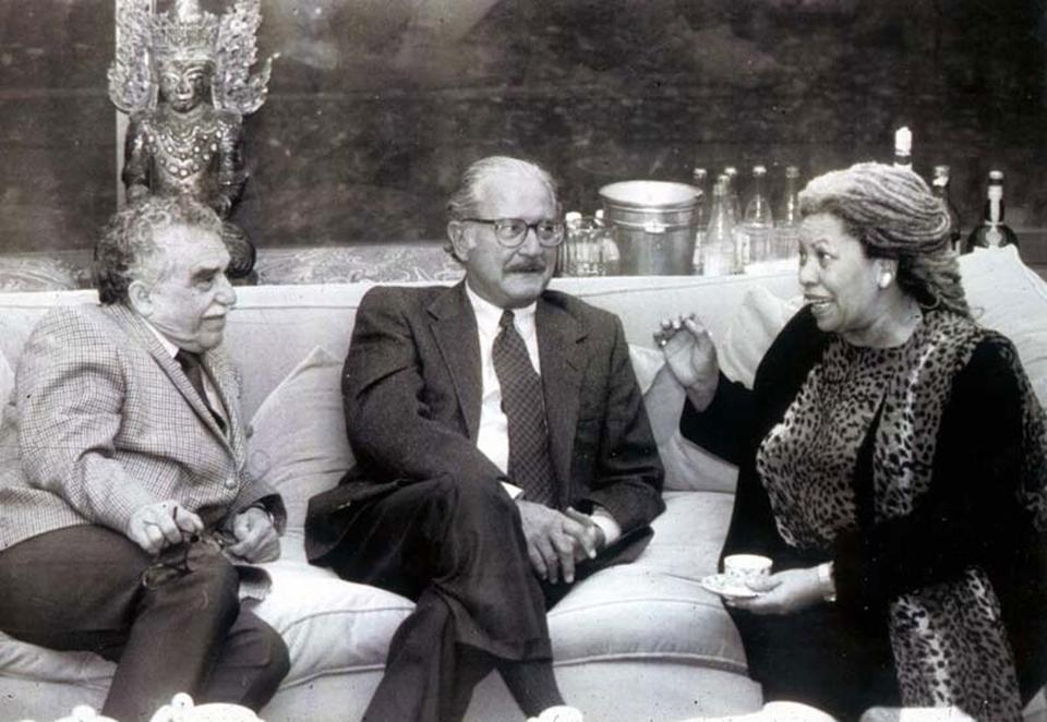Authors Gabriel García Márquez, Carlos Fuentes, and Toni Morrison meet at a dinner at Fuentes's home in Mexico city in 1995.