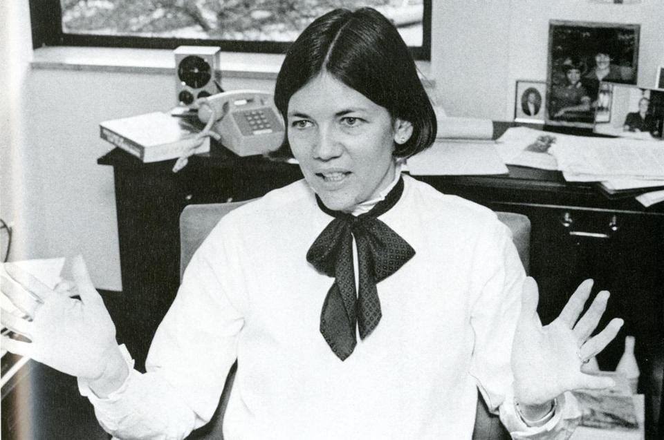 Elizabeth Warrens Politics Rooted In Academia The Boston Globe