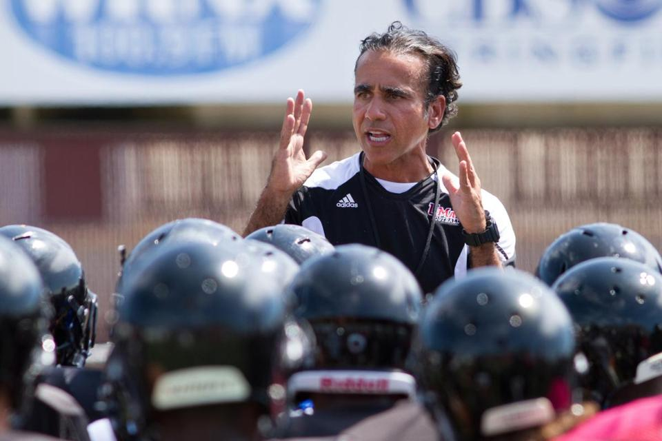 Coach Charley Molnar believes UMass is closing the gap after its first season in the Football Bowl Subdivision.