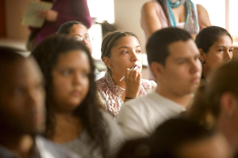 A forum on deferred action applications led by the Student Immigrant Movement in Lawrence drew a crowd on a recent weeknight.
