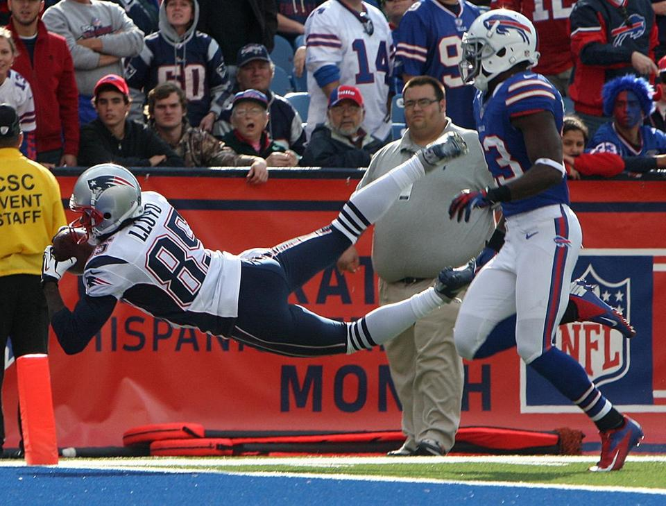Brandon Lloyd makes a leaping catch of a Tom Brady pass for a 25-yard touchdown reception during the fourth quarter.