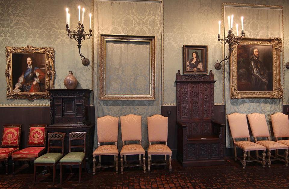 Empty frames inside the Isabella Stewart Gardner Museum (Photo 3 of ...