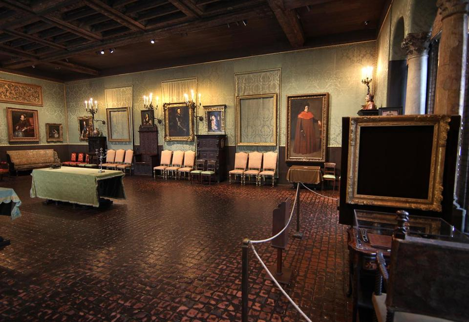 empty frames still line the walls of the isabella stewart gardner museum - Museum Frames