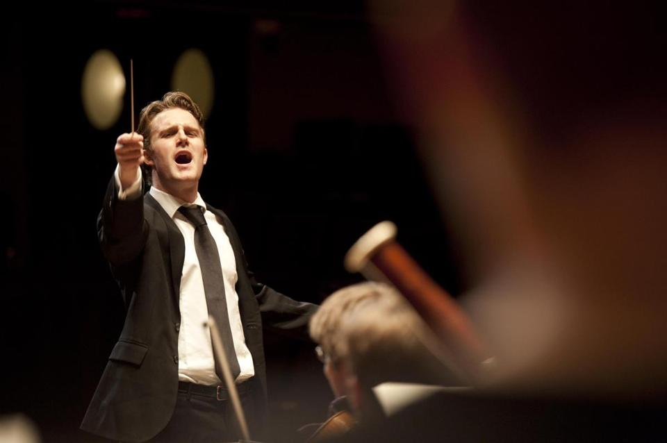 Conductor Courtney Lewis led the Discovery Ensemble in its season-opening concert Sunday.