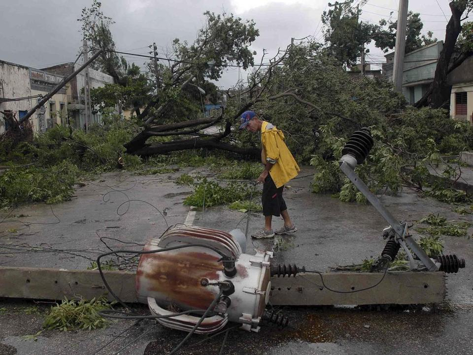 Hurricane Sandy roared through Cuba after taking four lives in Haiti and Jamaica on Thursday.