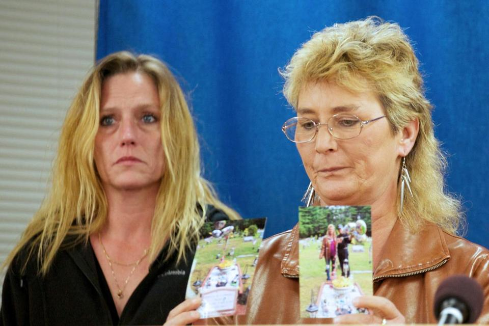 Tina Curl held photos of her daughter's grave Wednes­day after watching the execution of Donald Moeller (right).