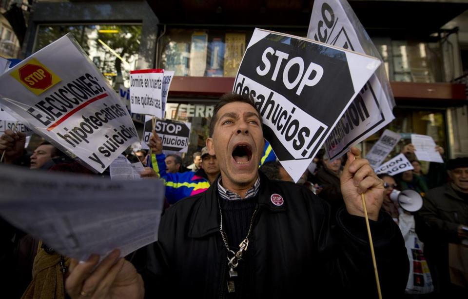 Demonstrators protested a wave of homeowner evictions in front of Partido Popular headquarters in Madrid on Monday.