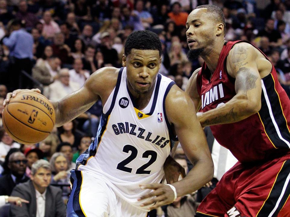 Rudy Gay was on top of his game, slamming 2 of his 21 points for the Grizzlies.