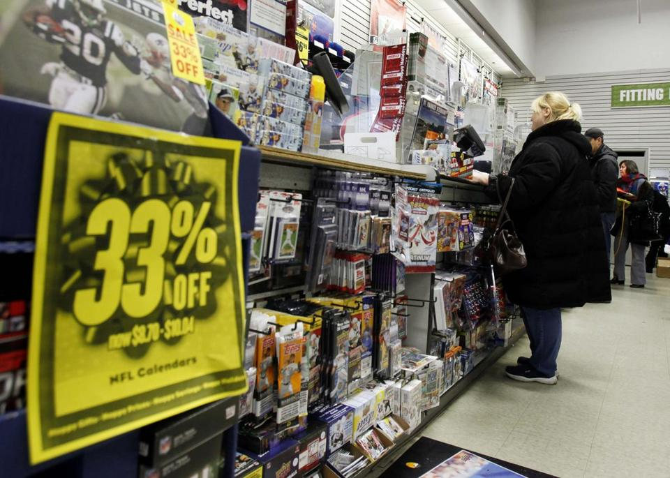 US retail sales fell in October for the first time in three months as superstorm Sandy disrupted business at stores along the East Coast.