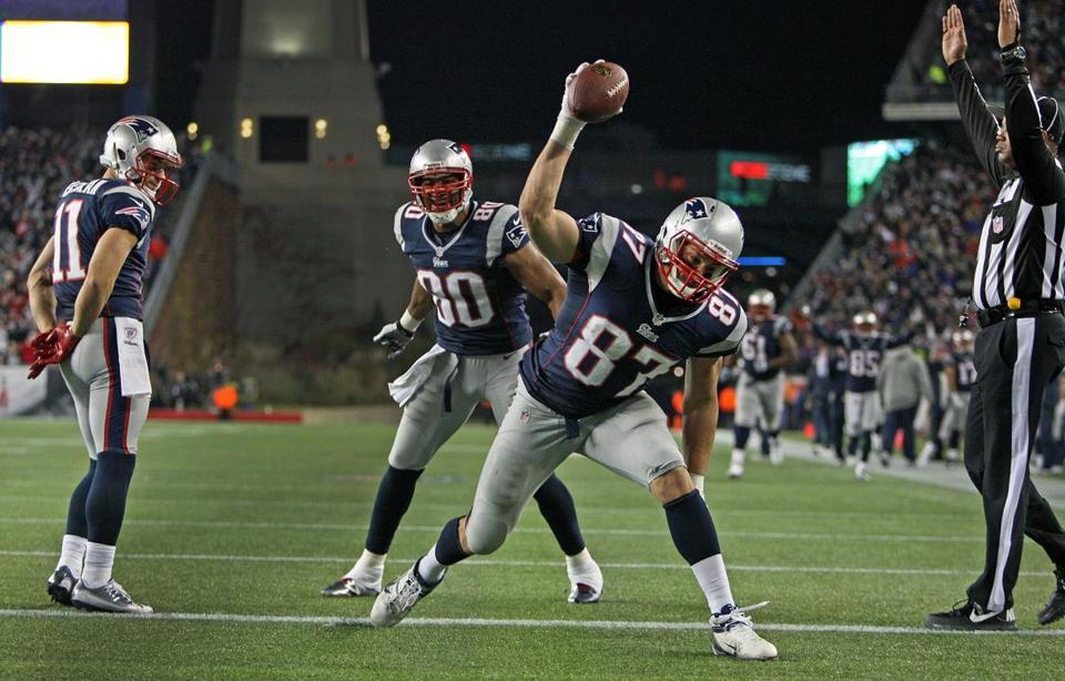 Rob Gronkowski had two touchdowns on Sunday before suffering a broken arm.