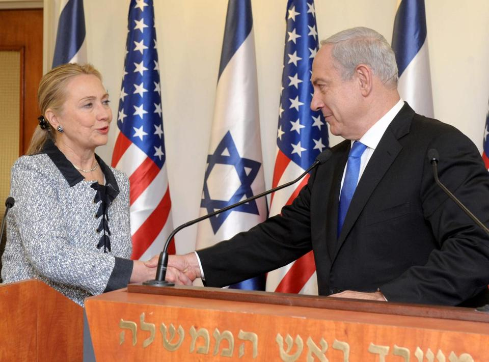 US Secretary of State Hillary Clinton nd  Israeli Prime Minister Benjamin Netanyahu shook hands after their joint press conference in Jerusalem on Wednesday.