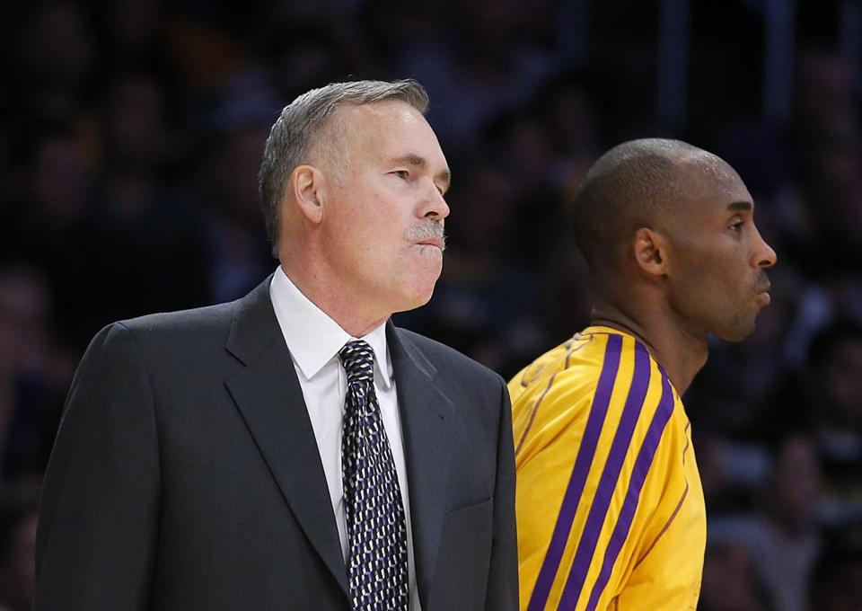 Kobe Bryant scored 6 of his 25 points in the final two minutes of the Lakers' win over the Nets in coach Mike D'Antoni's debut.