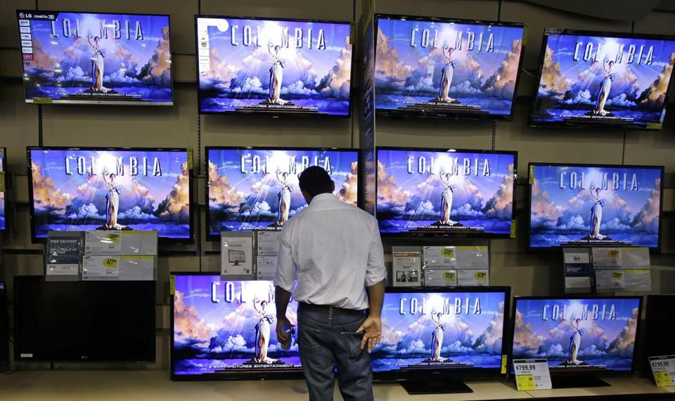 Best Buy will offer Samsung Electronics Co. dedicated kiosks at 1,400 stores.