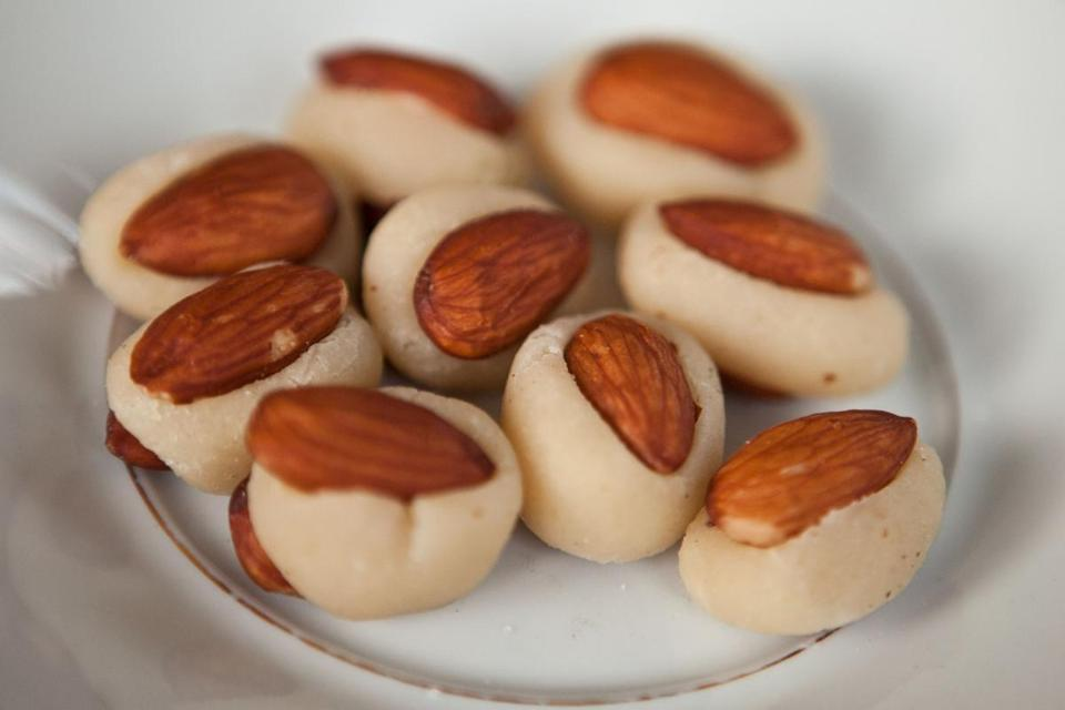 Fondant Aux Amandes (almonds wrapped in almond paste).