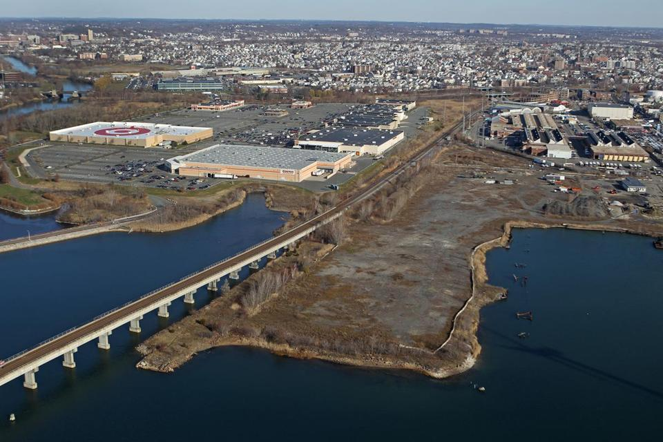 Steve Wynn toured the site of the former Monsanto chemical plant on the Mystic River with Mayor Carlo DeMaria Jr. of Everett last month.