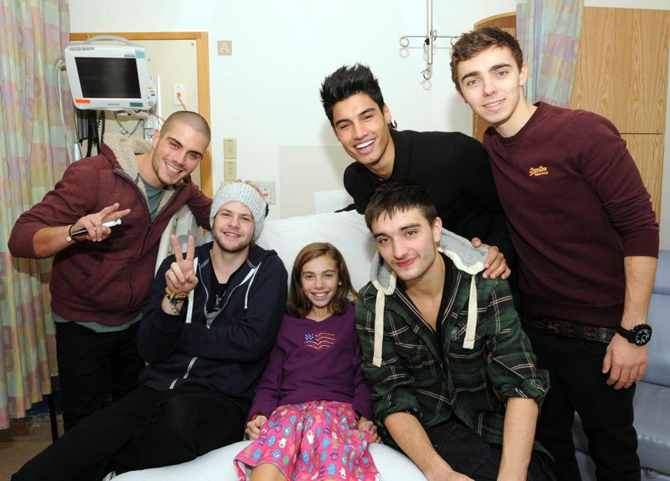 The Wanted — (from left) Max George, Jay McGuiness, Siva Kaneswar-an, Tom Parker, Nathan Skyes — with Kaylee at Children's Hospital.