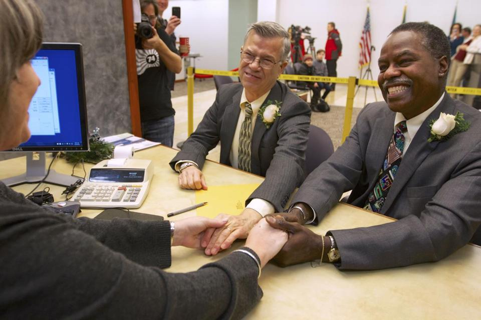 James Griener (left) and Paul Harris thanked a clerk in Vancouver, Wash. The couple was the first to get a marriage license in Clark County on Thursday morning.