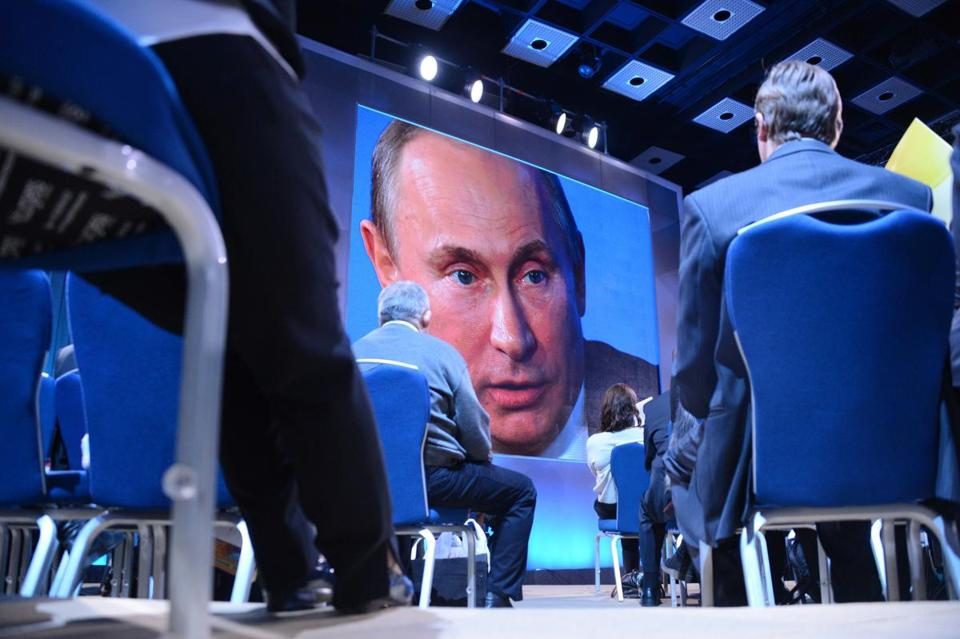 In a press conference Thursday, Russian President Vladimir Putin criticized the US role in toppling Moammar Khadafy.