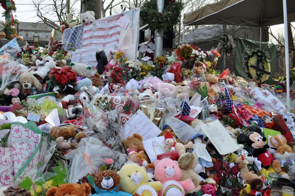 Bellingham resident Jeff Belanger took several photos of the spontaneous memorials around his hometown of Newtown that sprang up in late December