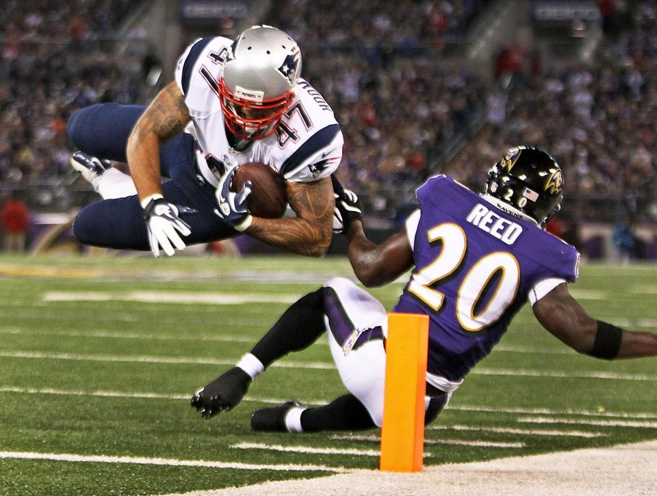 Michael Hoomanawanui will try to fill the huge void left by injured tight end Rob Gronkowski.