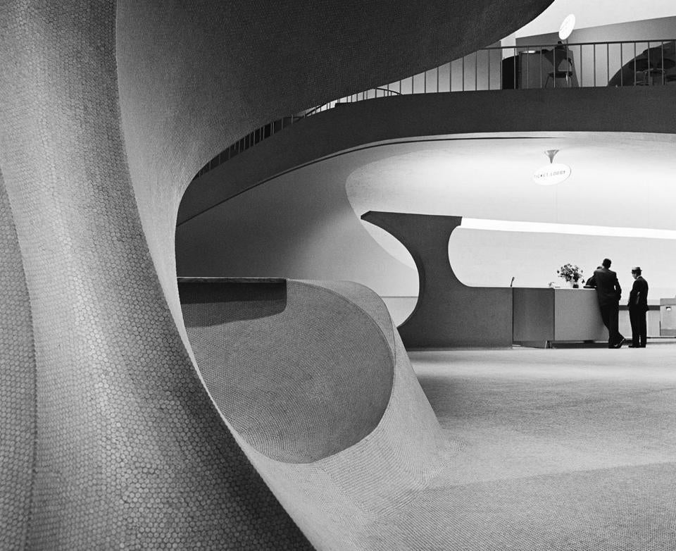 Mr. Korab was best known for his photos of buildings by Eero Saarinen, such as the TWA flight center at Kennedy International Airport.