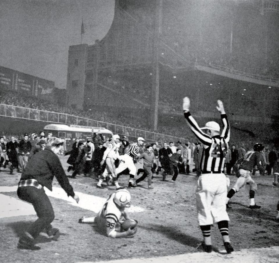 Baltimore's Alan Ameche scores the winning touchdown in the 1958 NFL championship game.