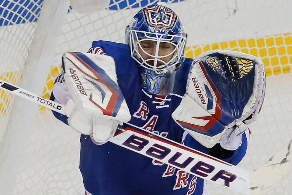 Rangers goalie Henrik Lund­qvist made 26 saves against the Flyers.