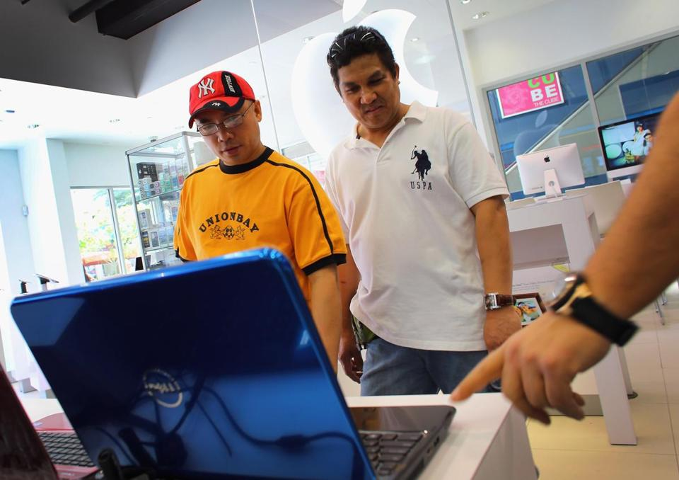 Customers checked out a Dell computer at a store in Miami on Tuesday. Dell's share of the contracting market for PCs slipped to 10.7 percent last year.