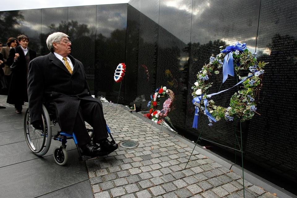 Mr. Mansfield marked the Vietnam Veterans Memorial's 25th anniversary while he was acting secretary of the Department of Veterans Affairs in 2007.