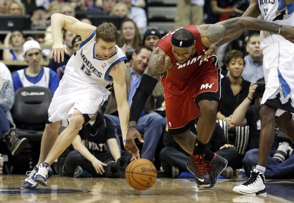 Despite playing on a sore left knee, LeBron James (20 points, 10 rebounds) races Wolves' Luke Ridnour to a loose ball.