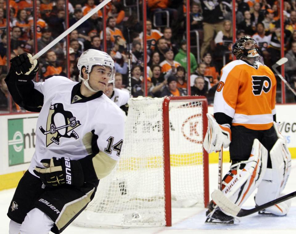 Pittsburgh's Chris Kunitz reacted after scoring on Philadelphia Flyers goalie Ilya Bryzgalov in the first period Thursday. Kunitz went on to score again in the third period of the Penguins' 5-4 win.