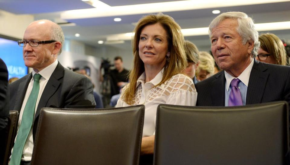 Jets owner Woody Johnson and Charlotte Jones Anderson of the Cowboys joined Robert Kraft in New York for the league's partnership announcement with General Electric.